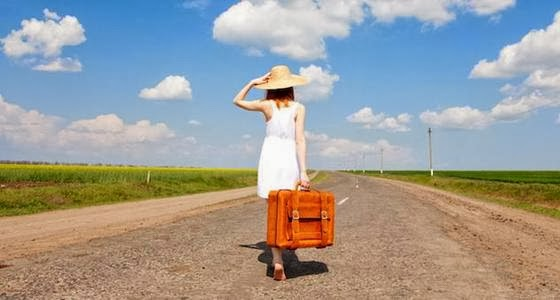 ragazza-con-la-valigia